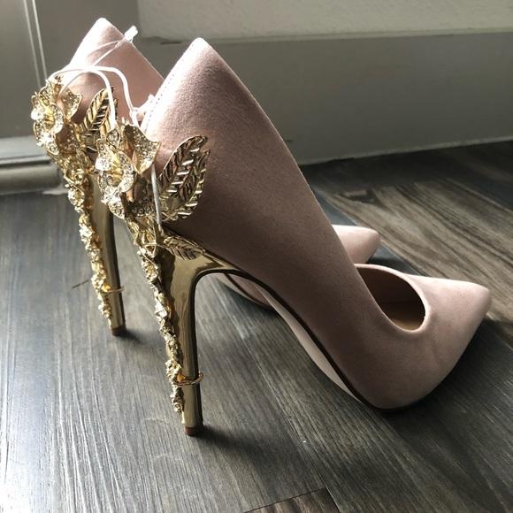Nwt Light Pink Sparkly Flower Heels